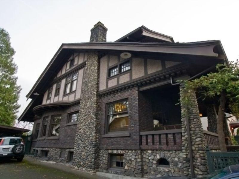 Фото отделки колон дома натуральным камнем