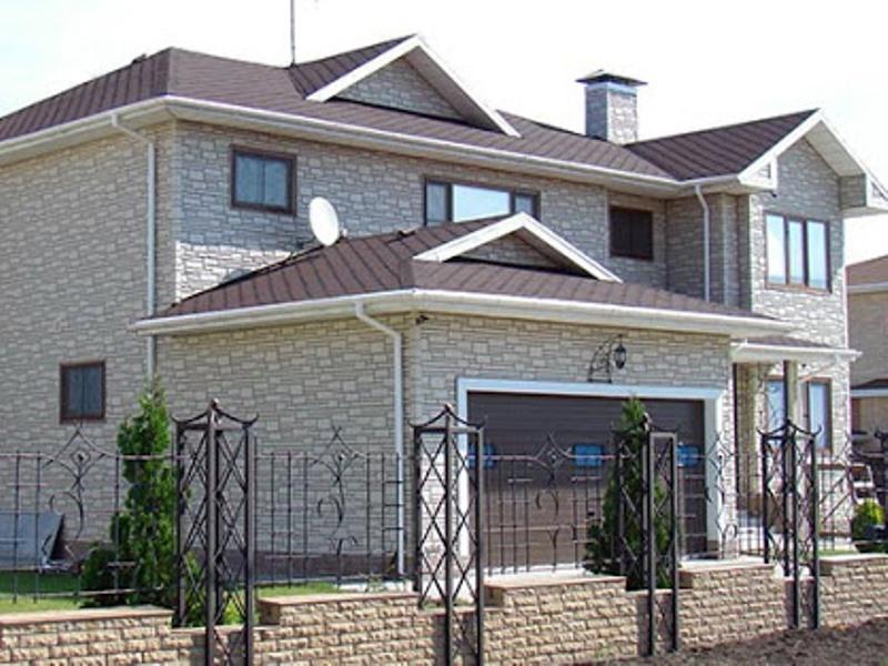 Фото фасада дома из натурального камня