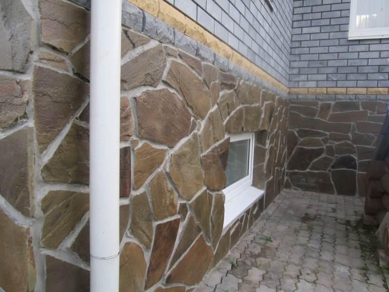 Фото облицовки цоколя дома натуральным камнем