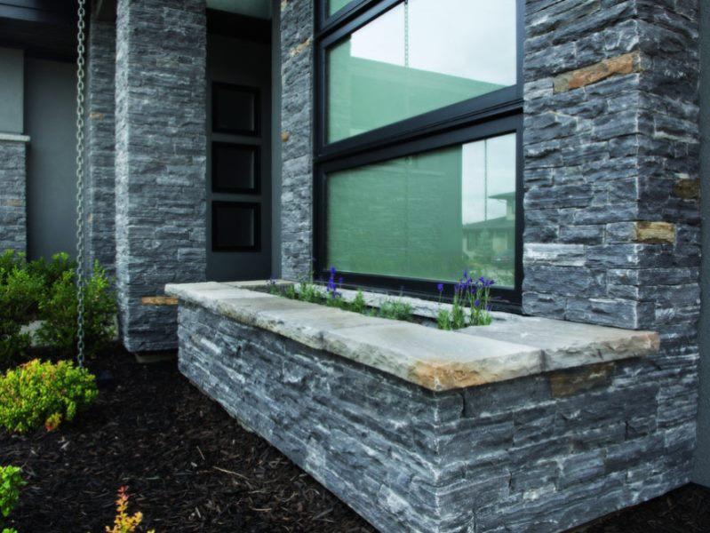 Фото облицовки цоколя и фасада дома серым натуральным камнем