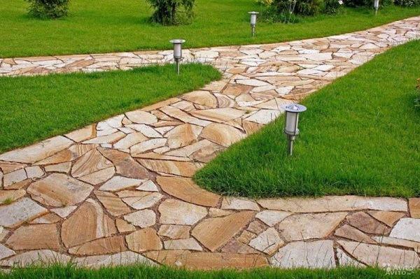 Фото использования природного камня на участке