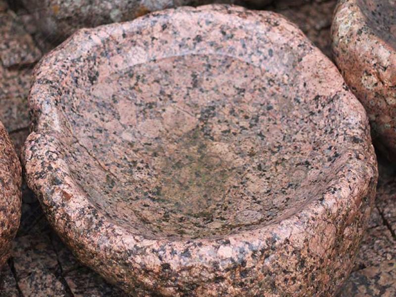 Чаша из гранитного булыжника