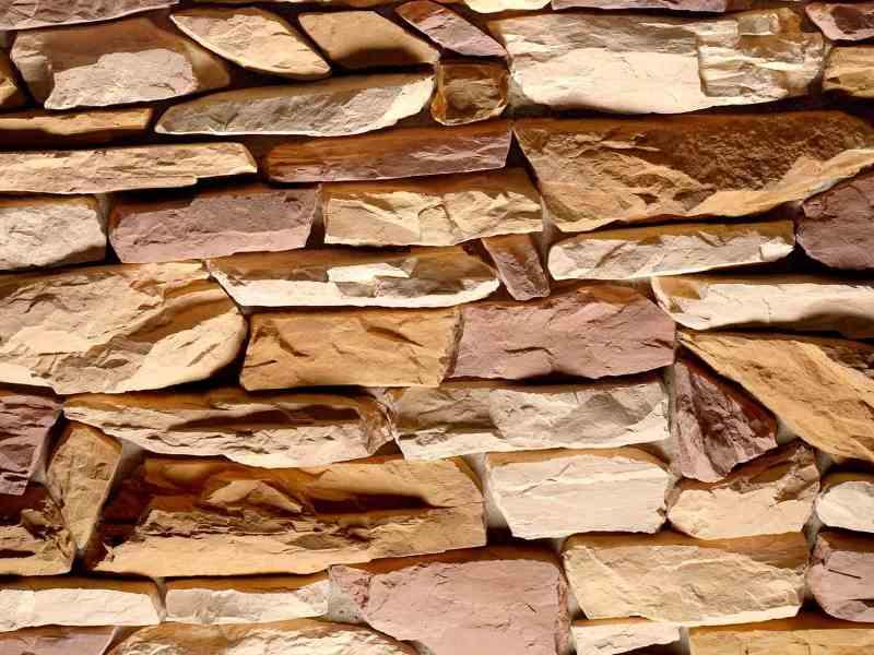 Фото участка стены, отдельного натуральным камнем