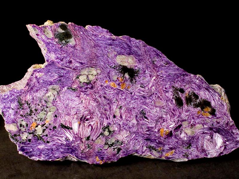 Фиолетовый натуральный камень