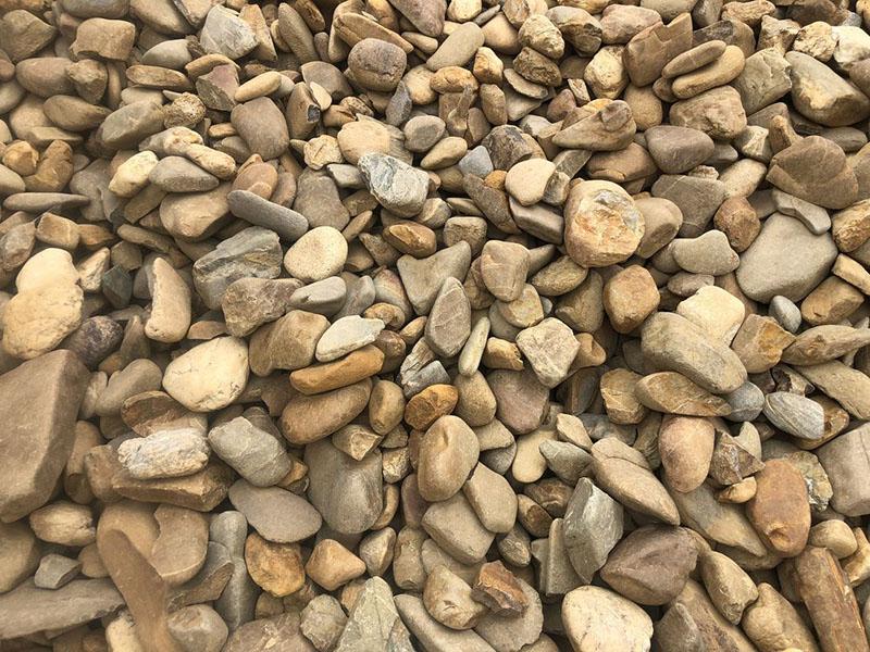 Галька галтованная из песчаника бежевого с разводами