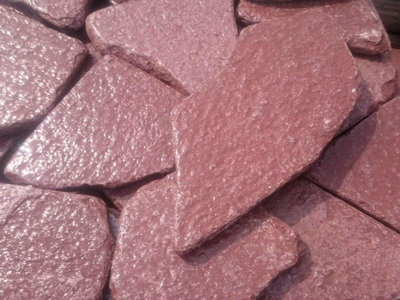 Красный натуральный камень