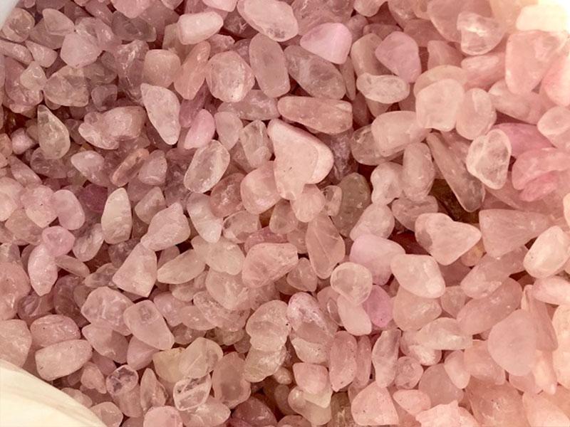 Крошка из розового мрамора