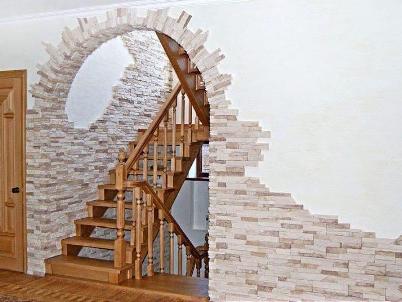 Фото арки с облицовкой бежевым камнем