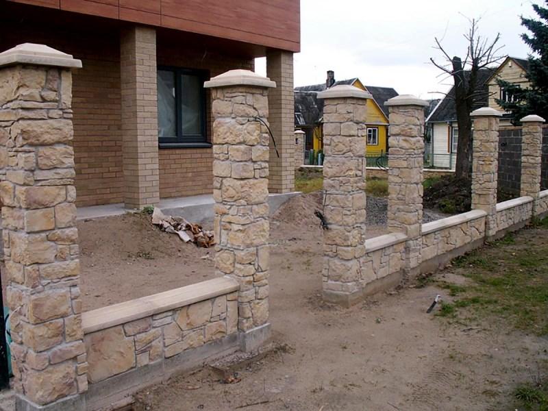 Фото будущих ворот с облицовкой из натурального камня
