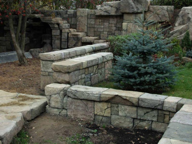 Фото долговечной подпорной стенки из натурального камня