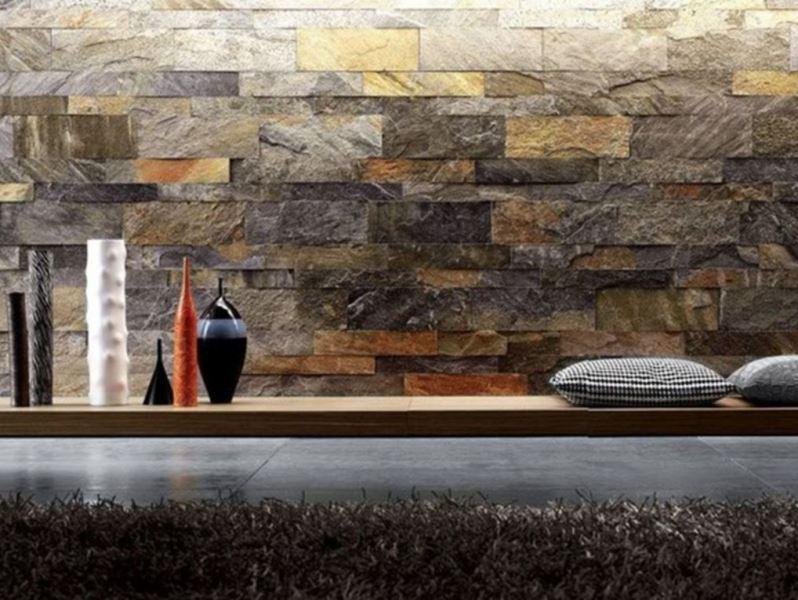 Фото стены, отделанной натуральным камнем, в интерьере