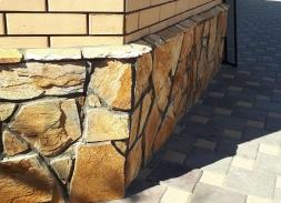 Камень для цоколя