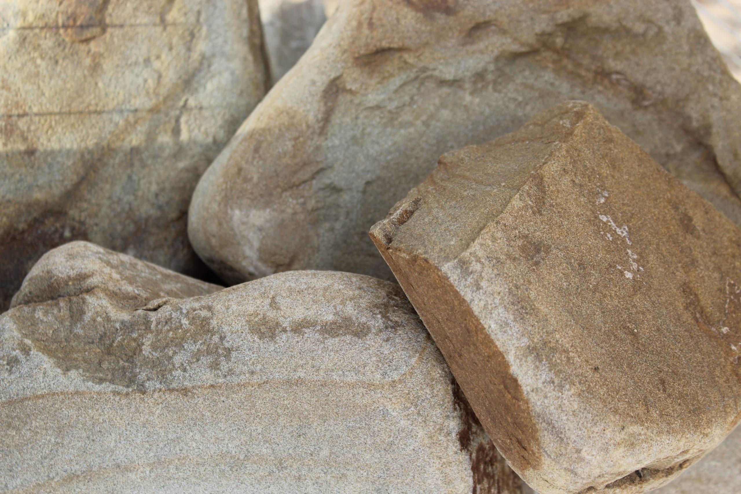 Бут галтованный из песчаника