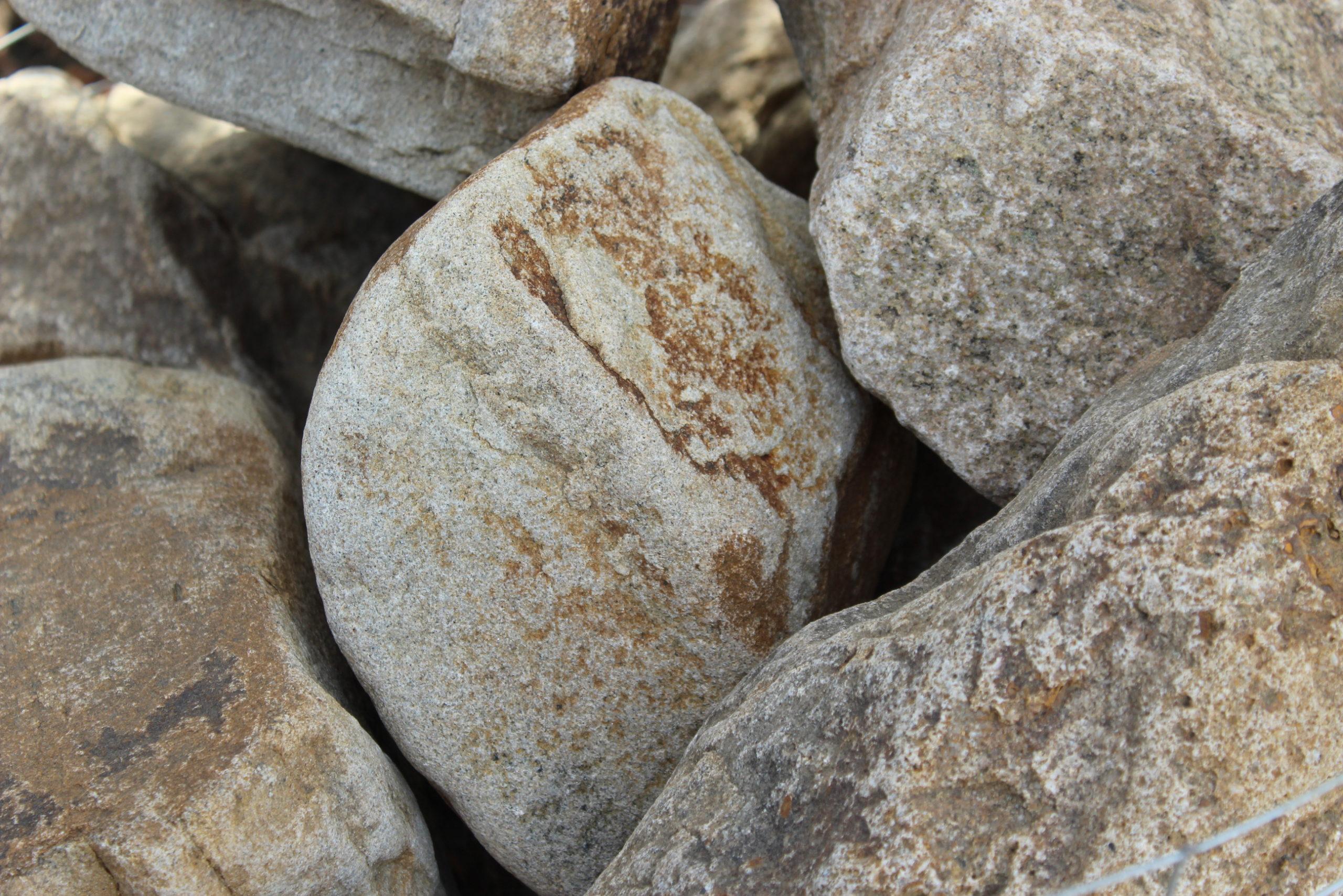 Песчаник галтованный тигровый бутовый