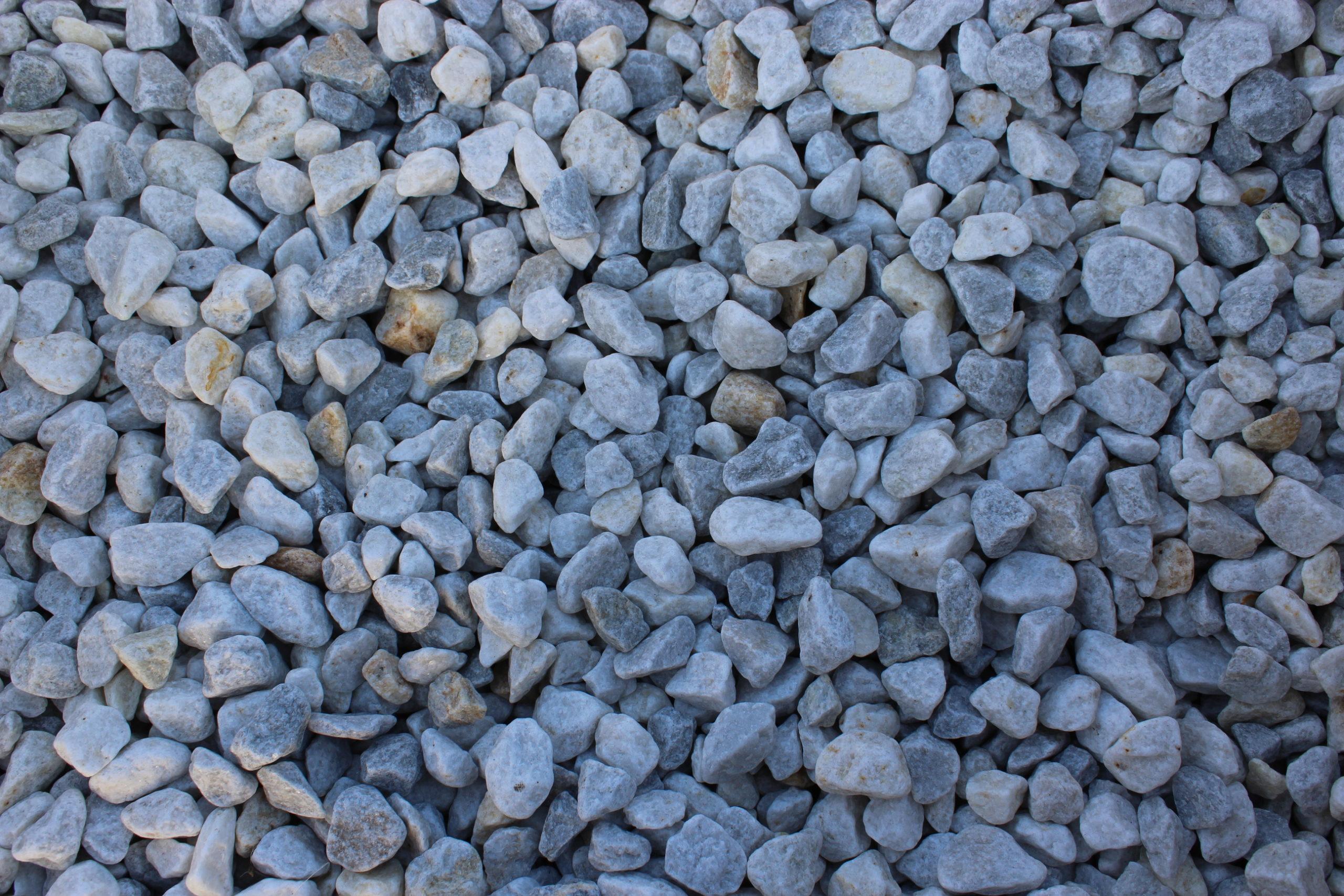 Крошка из бело-серого мрамора галтованная