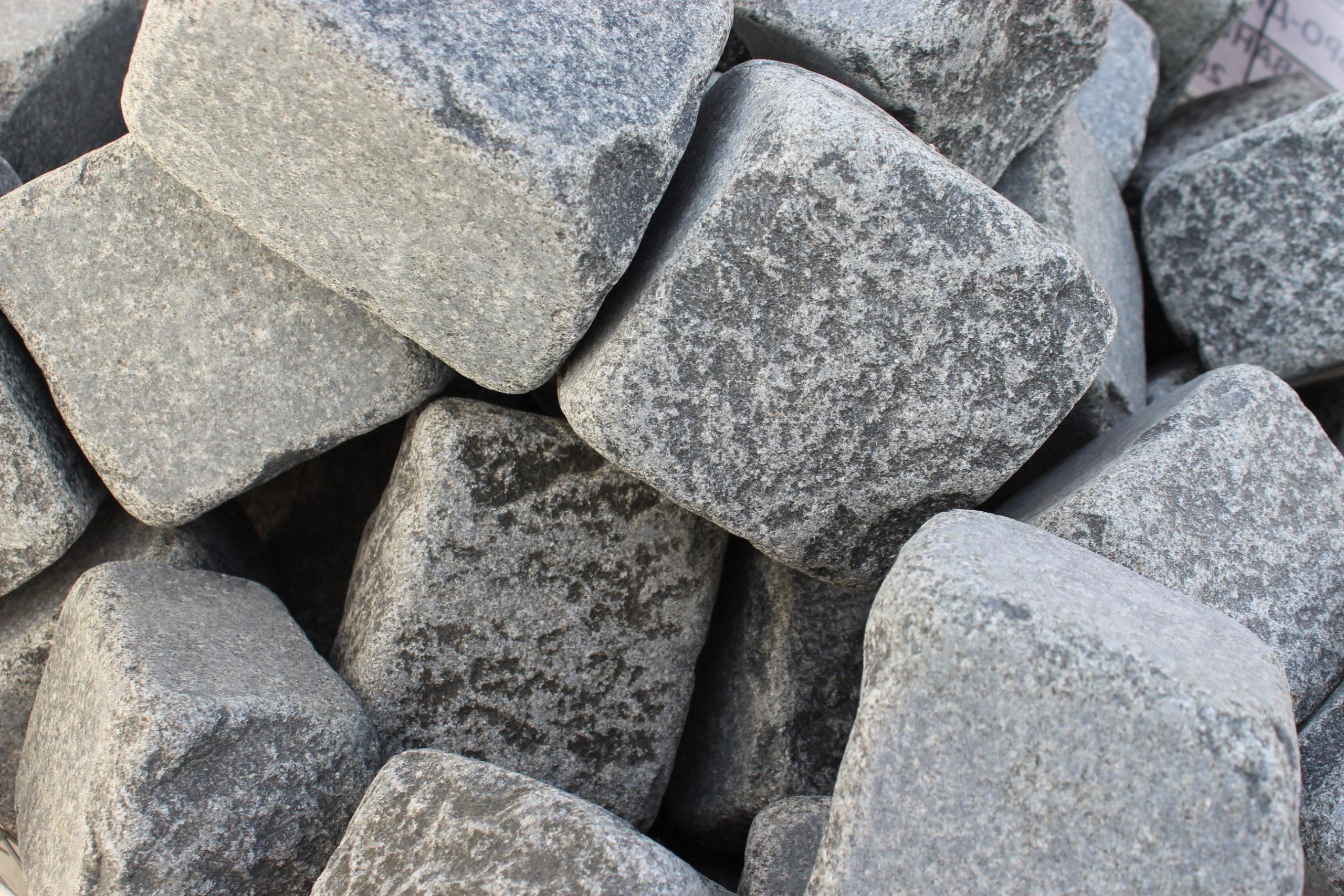Камень габбро-диабаз галтованный